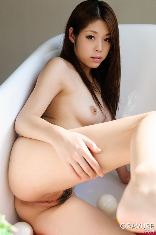 Gravure-Model-Ayaka-Minamino-3